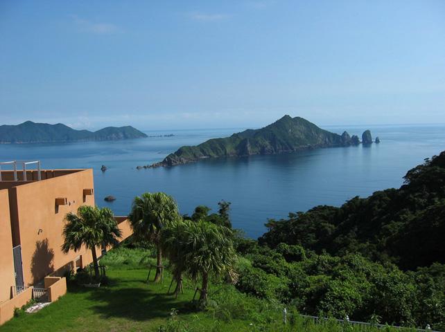 笠沙美術館展望所から見る沖秋目島-南さつま海道八景-
