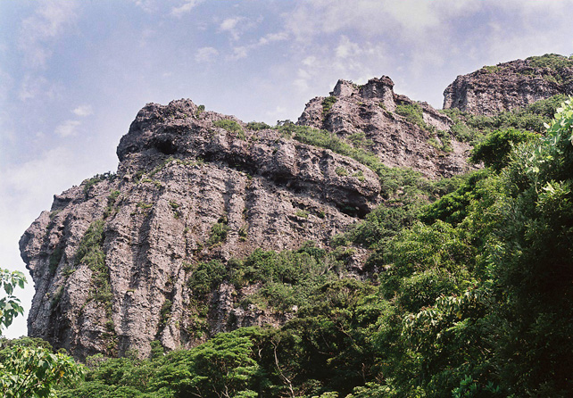 落水展望所から見る亀ヶ丘岩壁-南さつま海道八景-