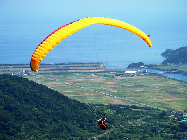 パラグライダー-絶景を楽しみながら飛ぶ快感-