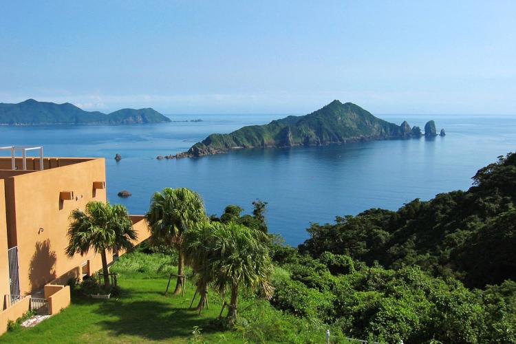 笠沙美術館展望所から見る沖秋目島