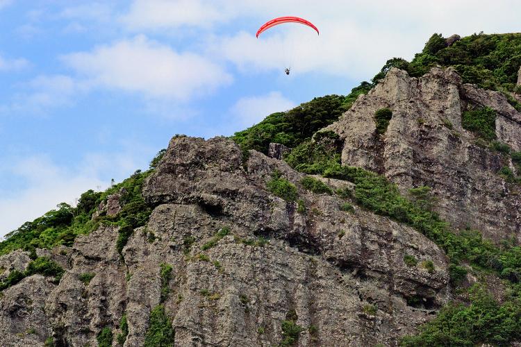 落水展望所から見る亀ヶ丘岩壁