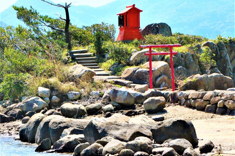 大浦の越路浜の蛭子神社