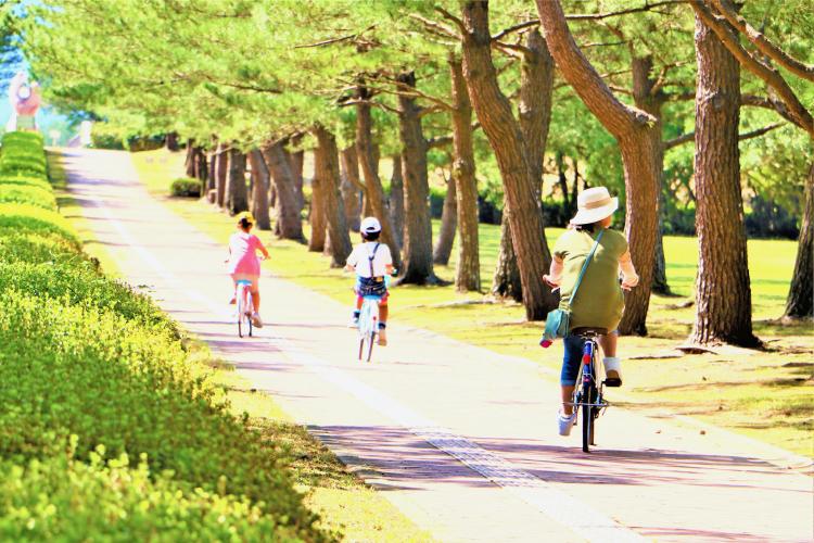 吹上浜海浜公園で親子サイクリング