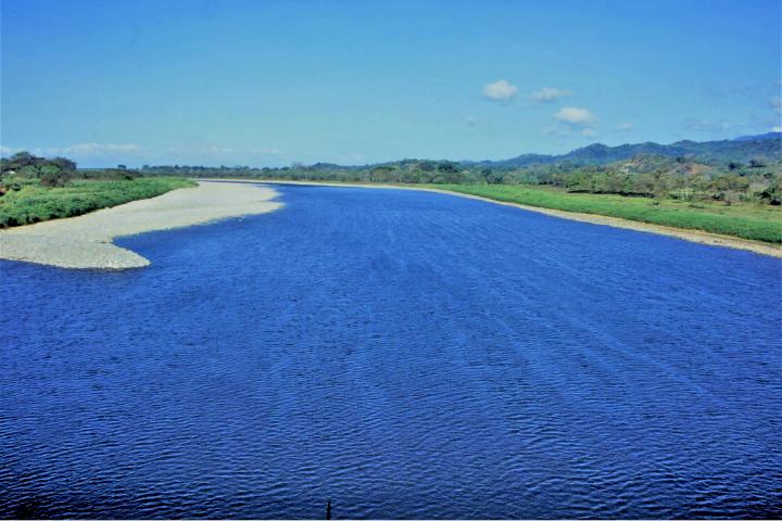 コスタリカの河川景観