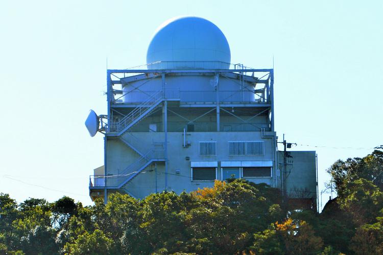 国土交通省の航空管制用レーダー基地