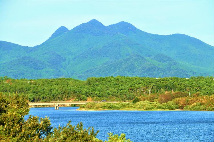 万之瀬川と金峰山