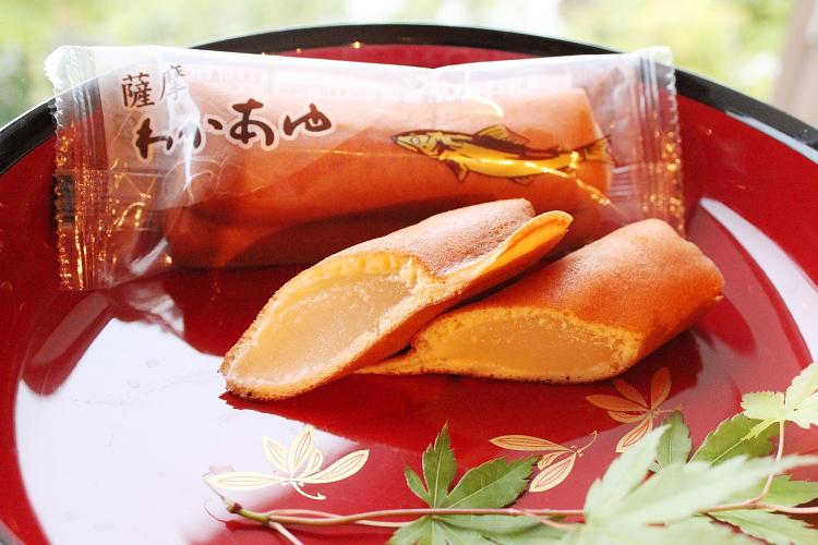 万之瀬川の鮎にあやかった銘菓「薩摩わかあゆ」