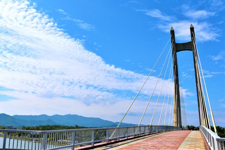 青空とサンセットブリッジ