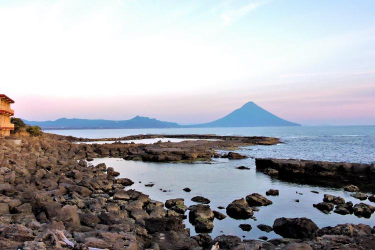 タツノオトシゴハウスから眺める開聞岳